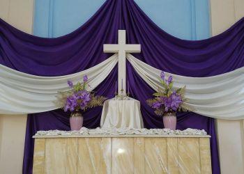 Altar de la iglesia de 25 y K.