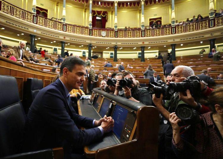 En esta imagen del miércoles 13 de febrero de 2019, el presidente de España Pedro Sánchez es fotografiado en el Parlamento de Madrid. Foto: Manu Fernandez / AP.