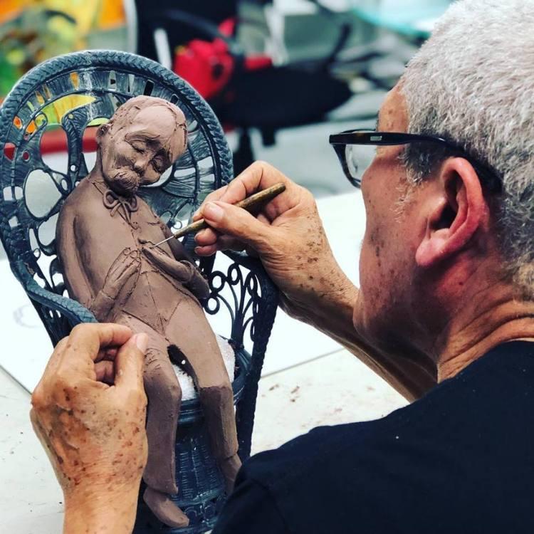 Espantado de todo de la serie Sillones de Mimbre. Obra en proceso. Foto: Estudio de Arte Pedro Pablo Oliva en Facebook.
