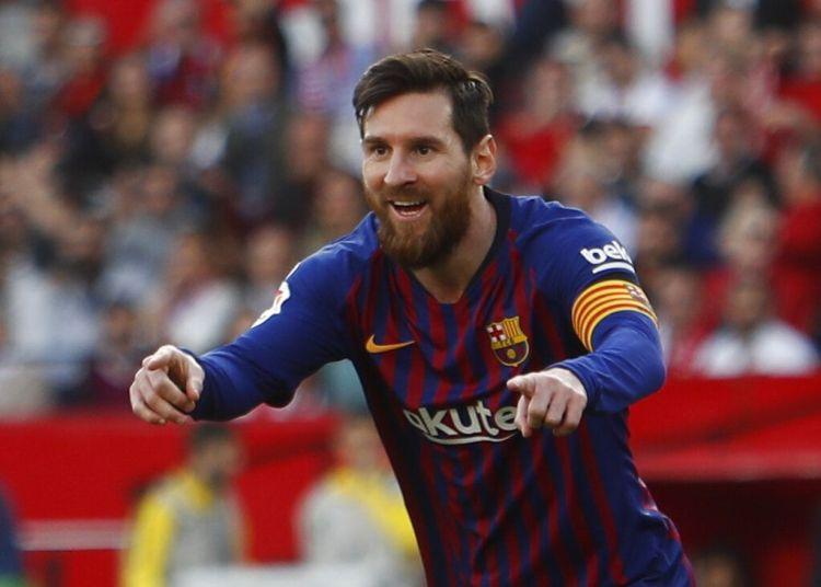 Lionel Messi festeja tras anotar el segundo gol del Barcelona en el partido ante Sevilla en la Liga española, en Sevilla, el sábado 23 de febrero de 2019. Foto: Miguel Morenatti / AP.