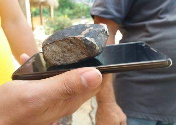 Uno de los fragmentos de un meteorito caídos en Viñales, Pinar del Río, el 1 de febero de 2019. Foto: Periódico Guerrillero.