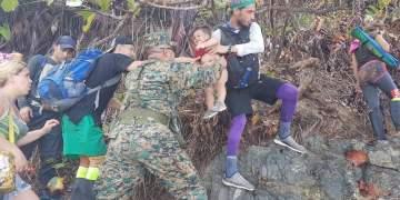 Caravana de migrantes cubanos en Panamá. Foto: El Nuevo Herald.