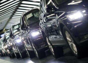 Autos de Volkswagen en una planta en Wolfsburgo, Alemania. Foto: Michael Sohn / AP / Archivo.