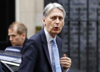 El ministro británico de Exteriores, Philip Hammond, llega a la sede del gobierno, en el 10 de Downing Street, Londres, el 14 de marzo de 2019. Foto: Kirsty Wigglesworth / AP.