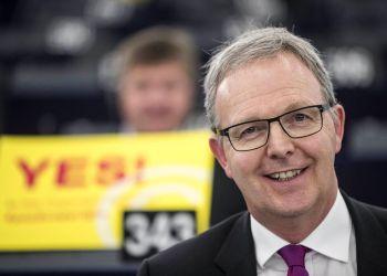 Axel Voss, legislador alemán en el Parlamento Europeo y promotor de una ley ley de derechos de autor, en Estrasburgo, Francia, el 26 de marzo del 2019. Foto: Jean-Francois Badias / AP.