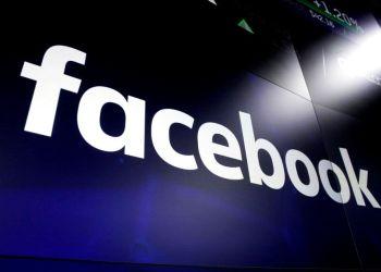 Imagen del logo de Facebook en las pantallas de la Bolsa de Valores de Nueva York. Foto: Richard Drew / AP / Archivo.
