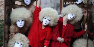 """Obra """"Crisálida"""", del coreógrafo cubano Miguel Azue, una colaboración cubano-escandinava entre Danza-Teatro Retazos y Memory Wax. Foto: Cortesía Danza-Teatro Retazos."""