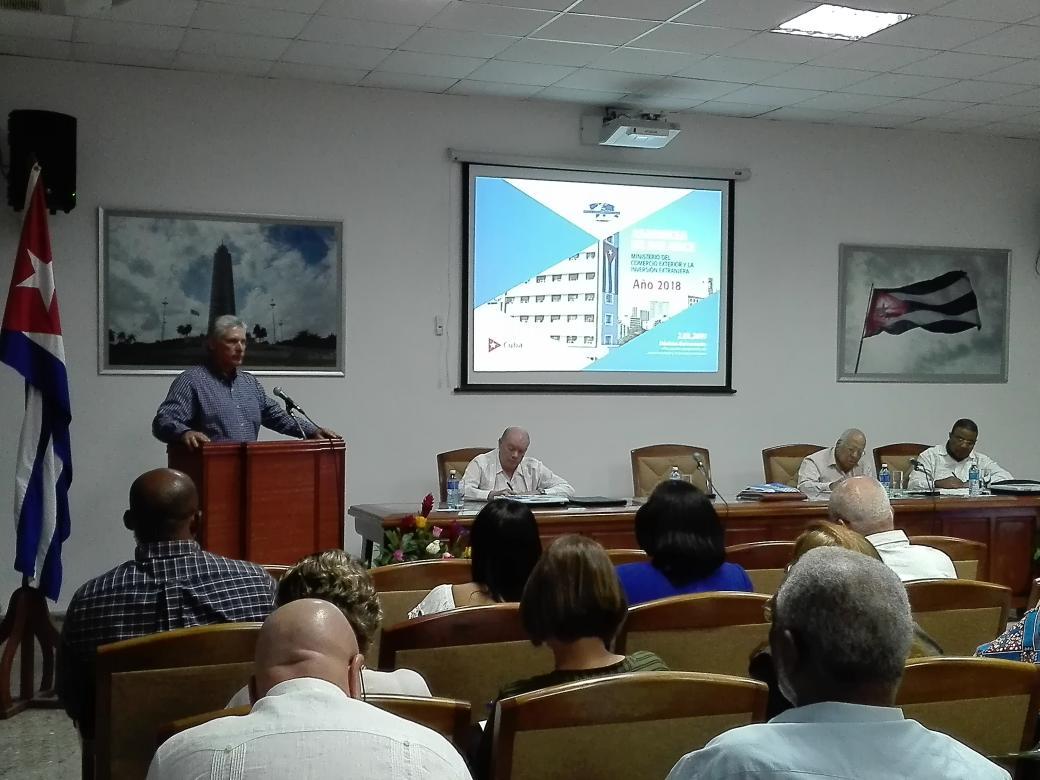 El presidente cubano, Miguel Díaz-Canel interviene en la Asamblea de Balance del Mincex. Foto: Leticia Martínez en Twitter.