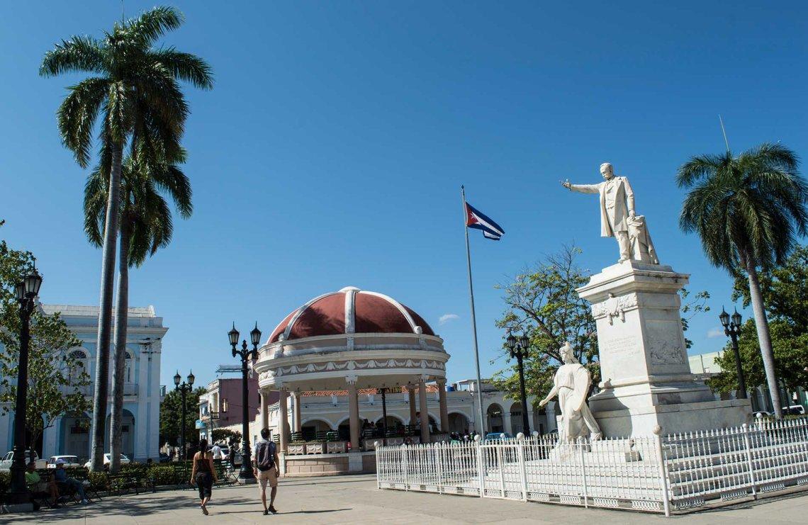 Parque José Martí, en Cienfuegos. Foto: Otmaro Rodríguez.