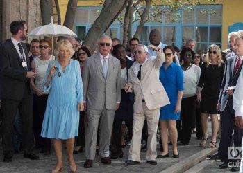 Visita del príncipe Carlos y a su esposa, la duquesa Camila de Cornualles, al Centro Histórico de La Habana, lo acompaña Eusebio Leal, historiador de la Ciudad. Foto: Otmaro Rodríguez.