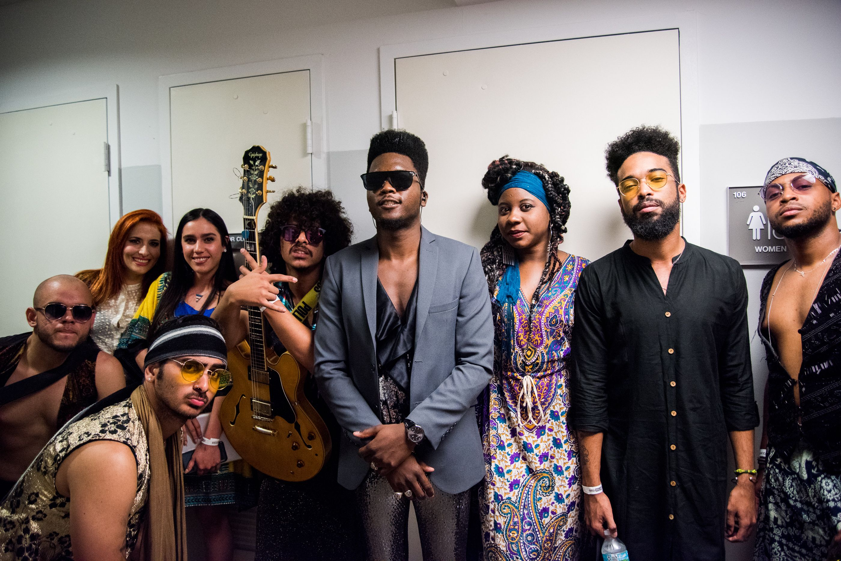 Cimafunk y su banda en Miami. Foto: Eloy Costa / Perfil de Facebook de Cimafunk.