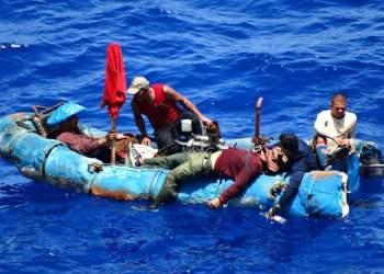 Balseros cubanos en el mar Caribe. Foto: Archivo.