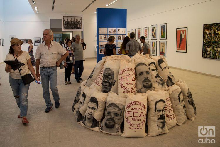 Exposición en el Museo Nacional de Bellas Artes, durante la XIII Bienal de La Habana. Foto: Otmaro Rodríguez.
