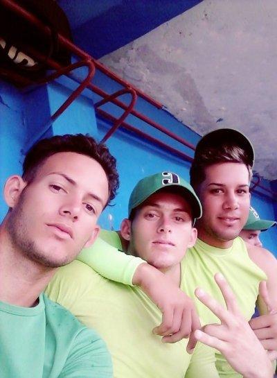 """Los tres cienfuegueros incluidos en el listado de peloteros """"amateurs"""" liberados por la Federación Cubana de Béisbol. Foto: Tomada del perfil de Facebook de Félix Javier Rodríguez"""