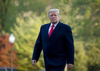 En esta fotografía de archivo del 15 de abril de 2019, el presidente estadounidense Donald Trump camina por los jardines de la Casa Blanca. Foto: Andrew Harnik / AP / Archivo.