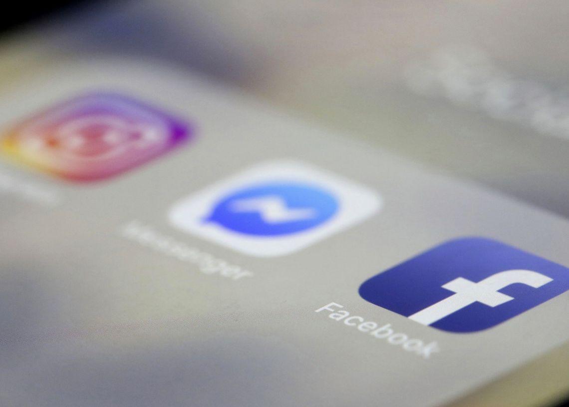 Aplicaciones de Facebook, Messenger e Instagram en un iPhone en Nueva York, el domingo 14 de abril (AP Foto/Jenny Kane, File).
