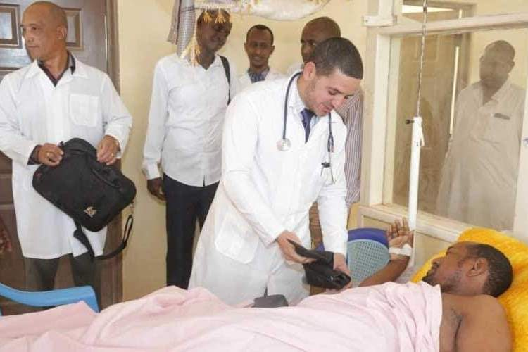 Foto de los médicos cubanos secuestrados en Kenia usada por Díaz-Canel en su cuenta de Twitter.