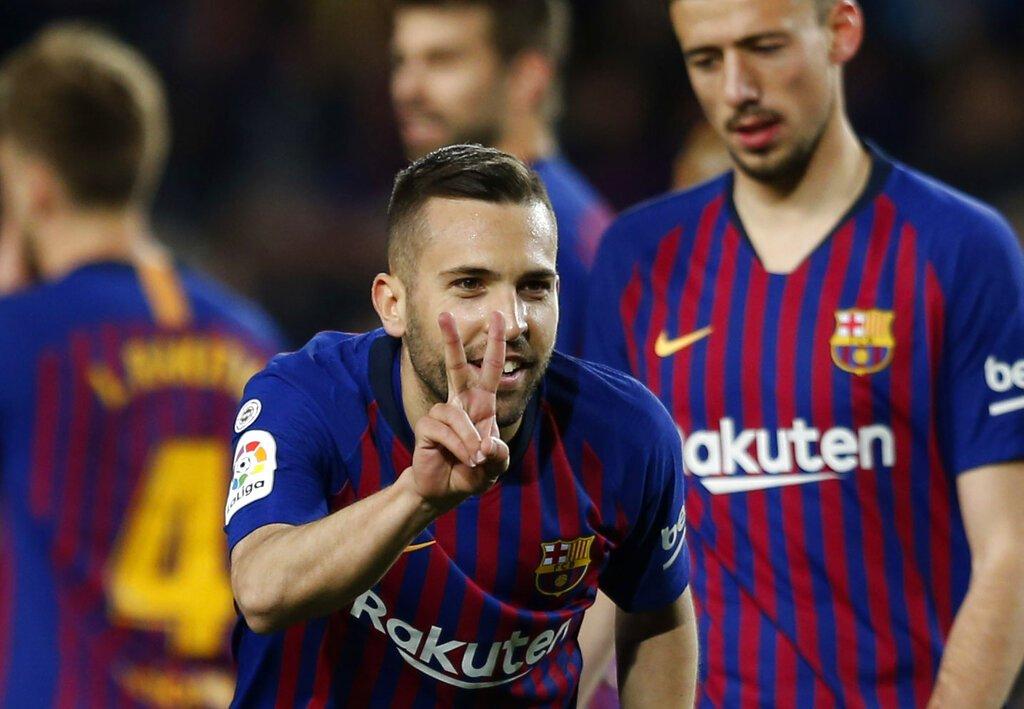 El lateral Jordi Alba tras anotar el segundo gol del Barcelona en la victoria 2-1 ante la Real Sociedad, el sábado 20 de abril de 2019. Foto: Joan Monfort / AP.