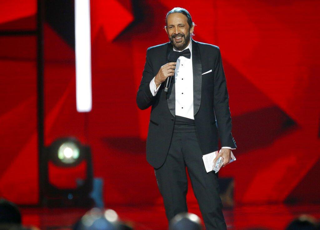 Juan Luis Guerra recibe el Premio Billboard a la Trayectoria Artística por sus 35 años de carrera, el jueves 25 de abril del 2019 en Las Vegas. Foto: Eric Jamison/Invision/AP.