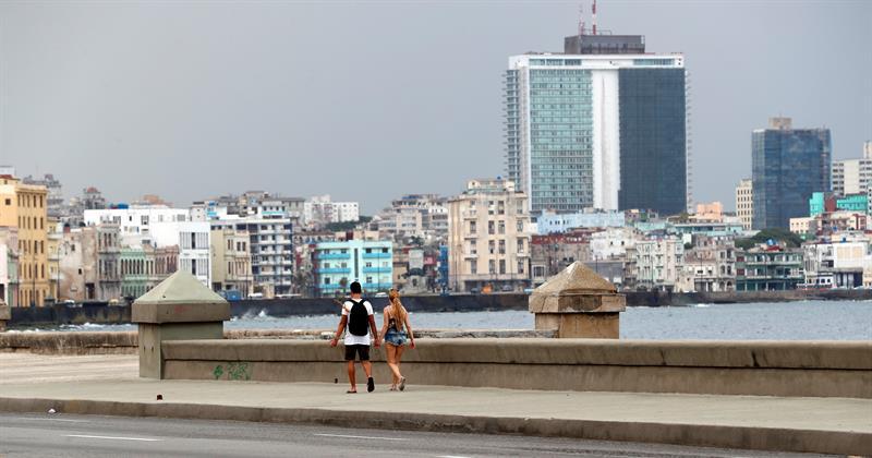 Malecón de La Habana, abril de 2019. Foto: Ernesto Mastrascusa / EFE.