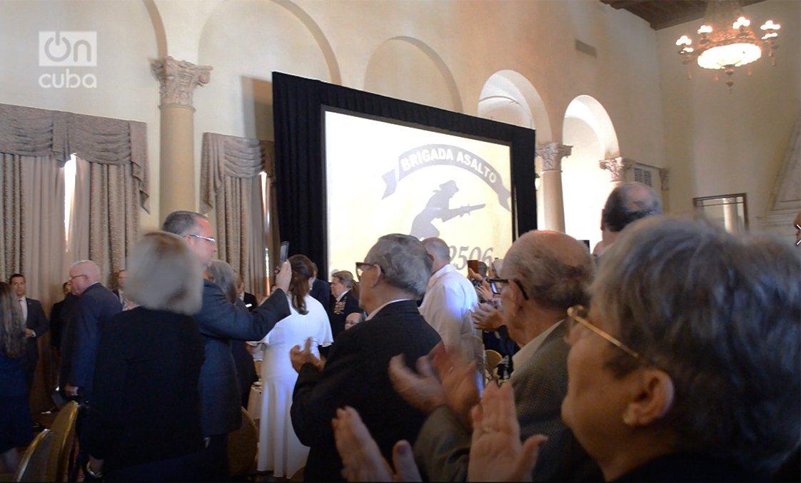 Parte del público aplaudió de pie a John Bolton. Foto: Marita Pérez Díaz.