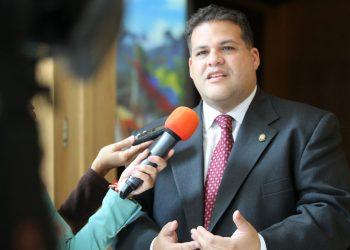El legislador opositor de la Asamblea Nacional venezolana Franco Manuel Casella, refugiado en la embajada de México en Caracas. Foto: contrapunto.com