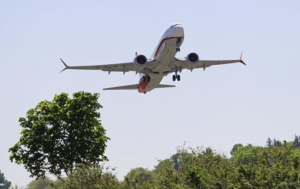 Un avión Boeing 737 MAX 8 despega durante un vuelo de prueba el miércoles 8 de mayo de 2019 en Renton, Washington. Foto: Ted S. Warren / AP.
