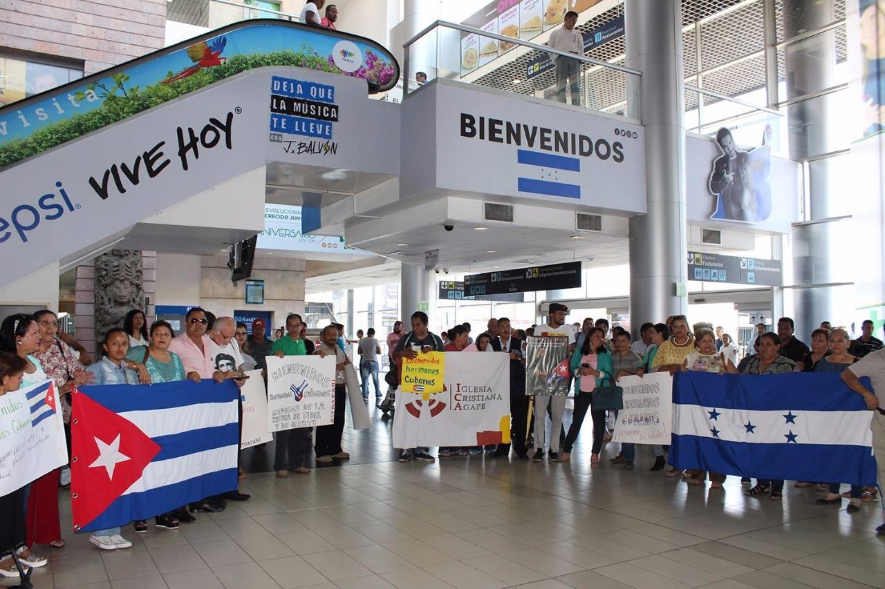 Bienvenida a Honduras en 2017 de la brigada que actualmente se está retirando. Foto: hondudiario.com