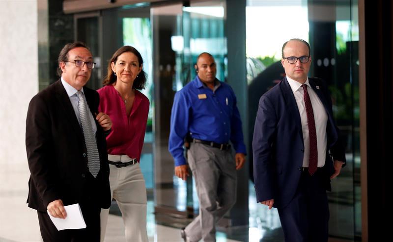 La Ministra de Turismo de España, María Reyes Maroto Illera, llega a un encuentro con empresarios españoles este lunes, en La Habana (Cuba). EFE/ Ernesto Mastrascusa.