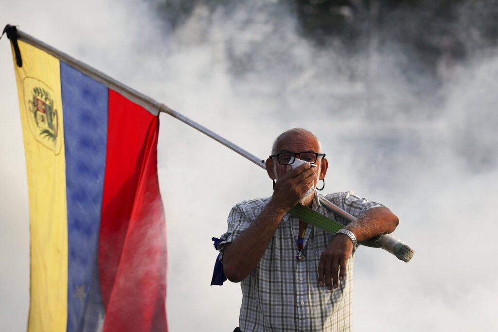 Opositor al presidente venezolano Nicolás Maduro en Caracas,  el martes 30 de abril de 2019.  Foto: Boris Vergara / AP.