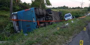 Vehículos involucrados en el accidente del 27 de junio de 2019 en Bauta, en el occidente de Cuba. Foto: Oscar Milian / Facebook.