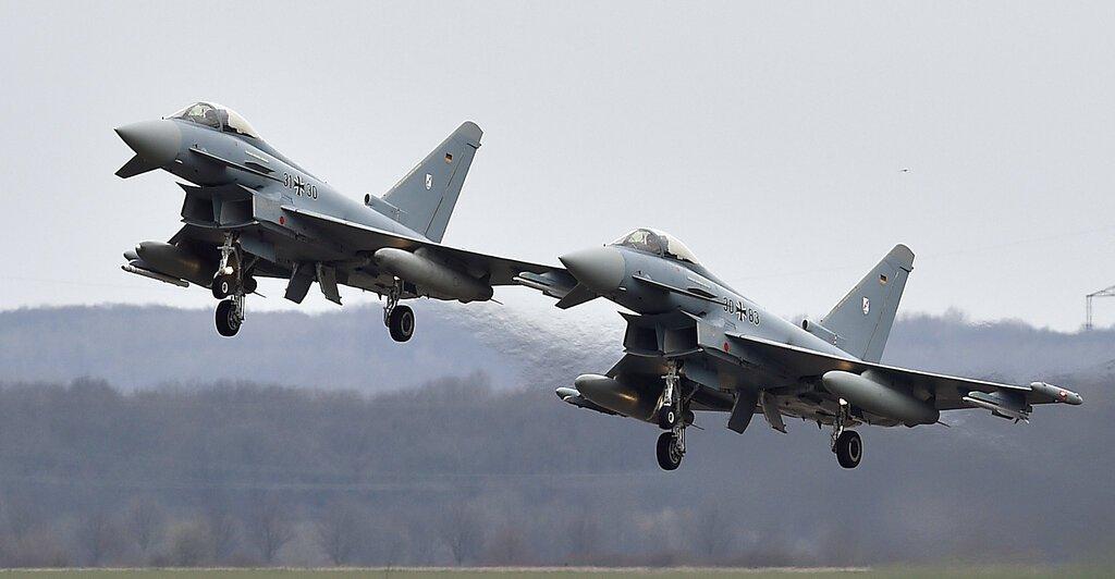 Dos Eurocaza en la Base Aérea Alemana en Noervenich, oeste de Alemania, el 21 de marzo del 2016. Foto: Martin Meissner / AP.