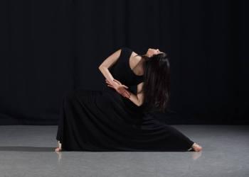 """""""Sonia"""", inspirada en la anti-heroína de Dostoevsky en Crimen y castigo. Bailada y coreografiada por Arielle Smith."""