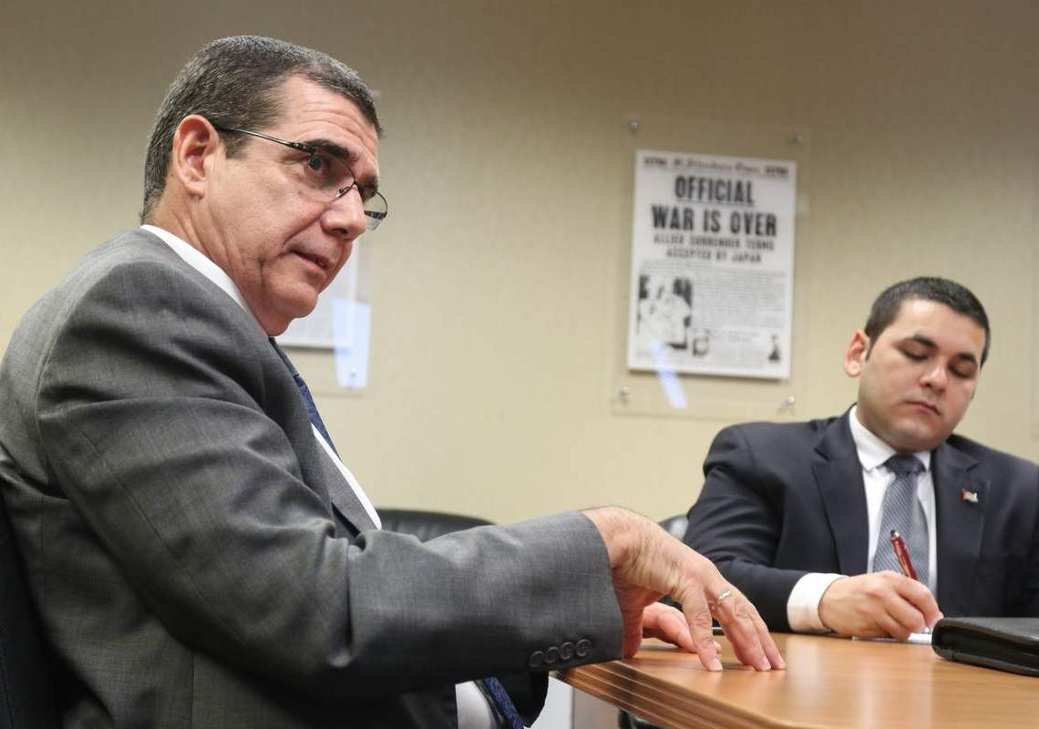 José Ramón Cabañas, embajador de Cuba en los EE.UU. en visita a Tampa. Foto: Juan Carlos Chávez / Tampa Bay Times.