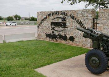 Foto del 17 de junio del 2014 de uno de los ingresos al Fort Sill de Oklahoma, donde serían alojados migrantes menores de edad. Foto: Sue Ogrocki / AP / Archivo.