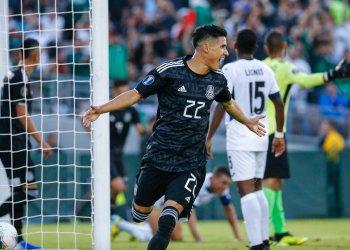 El delantero mexicano Uriel Antuna celebra su gol contra Cuba en la primera mitad del partido de la Copa de Oro contra Cuba en Pasadena, California, el sábado 15 de junio de 2019. (AP Foto/Ringo H.W. Chiu)