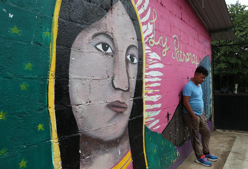 Naun, un migrante hondureño tomando un descanso en el albergue Las Patronas. Foto: Alex Cruz.