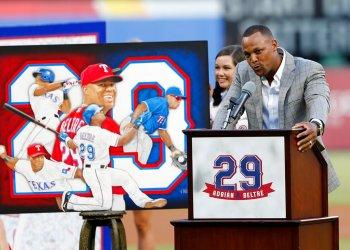 El dominicano Adrián Beltré durante la ceremonia de retiro de su número antes del segundo juego de una doble cartelera entre los Rangers de Texas y los Atléticos de Oakland el sábado 8 de junio de 2019 en Arlington, Texas. (AP Foto/Roger Steinman)