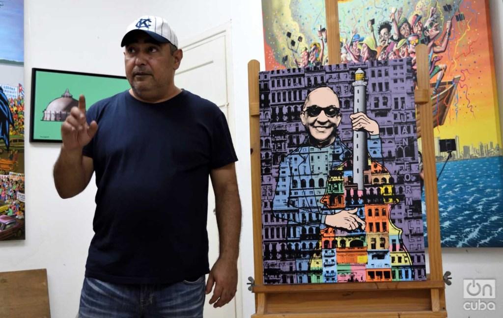Reynerio Tamayo con su obra Juan Formell. Foto: Otmaro Rodríguez