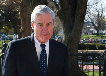 El fiscal especial Robert Mueller cerca de la Casa Blanca el 24 de marzo del 2019. Foto: Cliff Owen / AP.