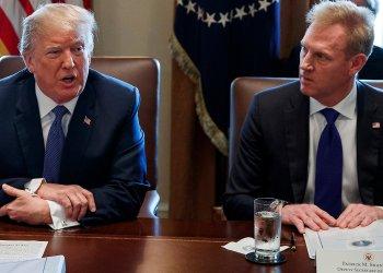 El presidente de EE.UU. Donald Trump (i) con el el secretario interino de Defensa, Patrick Shanahan, quien renunció a su cargo el 18 de junio de 2019. Foto: AP.