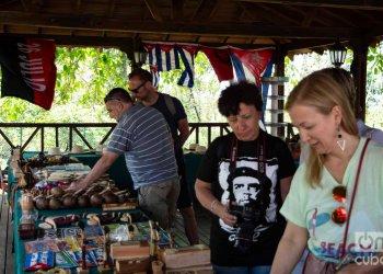 Turistas en Viñales, en el occidente de Cuba. Foto: Otmaro Rodríguez.