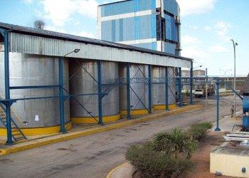 Alficsa produce alcoholes necesarios para la industria farmacéutica, la perfumería y en la producción de rones. Foto: Modesto Gutiérrez/ ACN.