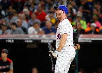 Pete Alonso, de los Mets de Nueva York, festeja durante el Derby de Jonrones, el lunes 8 de julio de 2019, en Cleveland. Foto: John Minchillo / AP.