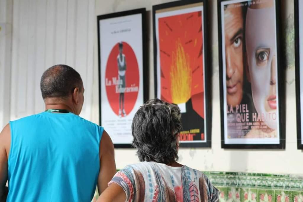 Las obras repasan la trayectoria del influyente director español. Foto: FC Gibara
