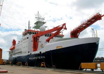 El navío alemán Polarstern para investigación en el Ártico se encuentra anclado en el muelle de Bremerhaven, Alemania, el miércoles 3 de julio de 2019. Foto: Frank Jordans / AP.