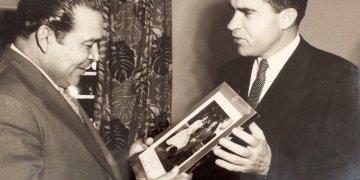 Richard Nixon (der) junto a Fulgencio Batista. Foto: hiveminer.com