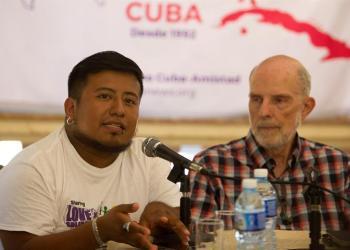 Los integrantes de la Caravana Pastores por la Paz David López (i) y Colin Stuart, durante una conferencia de prensa de la organización religiosa, este jueves en La Habana. Foto. Yander Zamora / EFE.