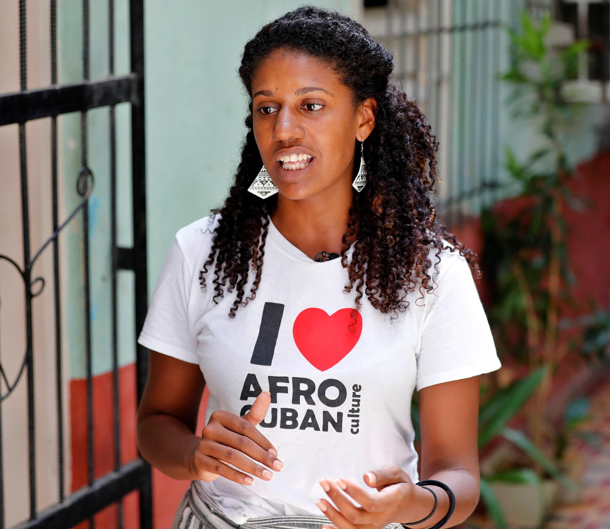 """Adriana Heredia, coordinadora del proyecto """"Beyond Roots"""". Foto: Ernesto Mastrascusa / EFE."""