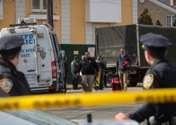 Policías de Nueva York tras un tiroteo masivo. Foto: Reuters.